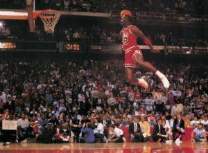 Michael Jordan pulando